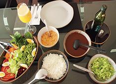 Opção saudável de alimentação vegetariana: strogonoff de soja, arroz, feijão, ovo cozido e vegetal / Foto: Fabiano Pinto